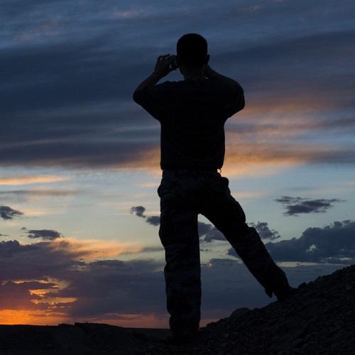 男生背影图片:做自己故事里的英雄
